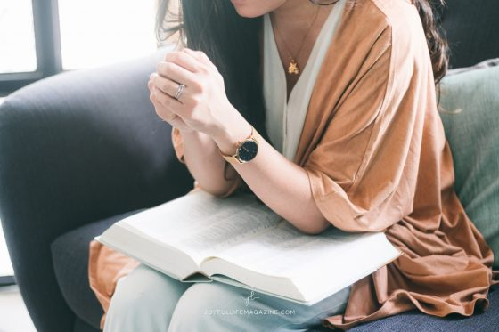 girl praying with bible